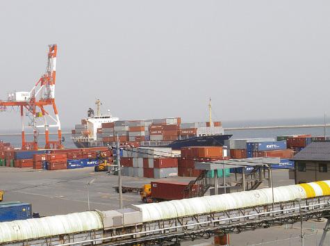 外港昭和南地区 外貿コンテナ船